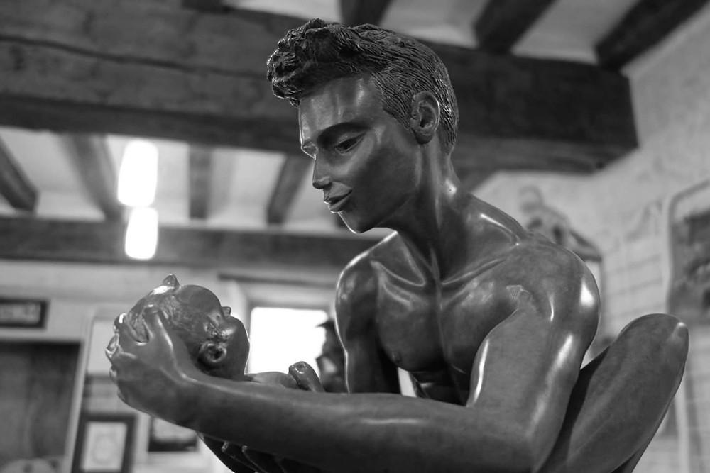 Sculpture bronze père et son enfant