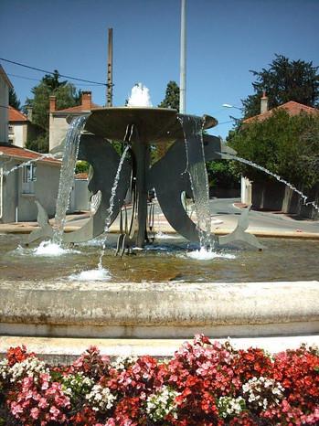 Fontaine des Dauphins