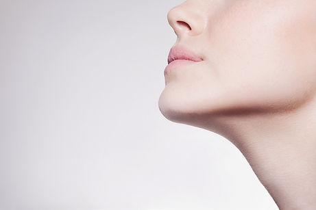 Моделя нижнюю часть лица