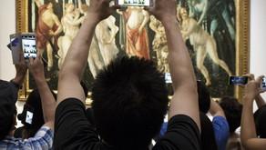 Agli Uffizi una riflessione sul rapporto fra arte, turismo e riproduzione fotografica