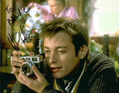 Il tizio protagonista del film Pecker con la sua Canonet 28