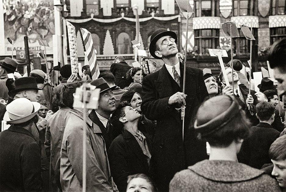 Henri Cartier-Bresson, Incoronazione di Re Giorgio VI e della Regina Elisabetta, 1937