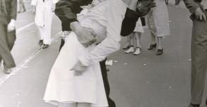 La foto del bacio a Times Square, il #metoo  ed il contesto storico