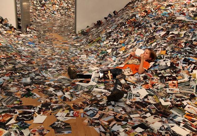 Erik Kessel, Foam di Amsterdam, 2011 - Le foto caricate su Flickr nell'arco di 24 ore