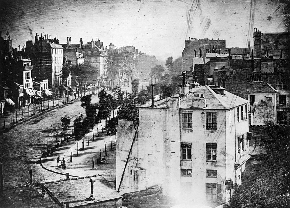 La prima foto in cui compare un essere umano, Boulevard du Temple, Louis Daguerre 1838