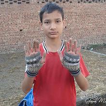 Kids_with_no_gloves.JPG
