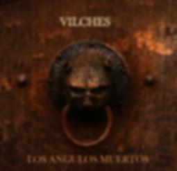 Portada de Ángulos Muertos, un llamador de puerta con un laberinto difuminado detrás