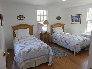 Bedroom3 -- two twins ensuite bath.jpg