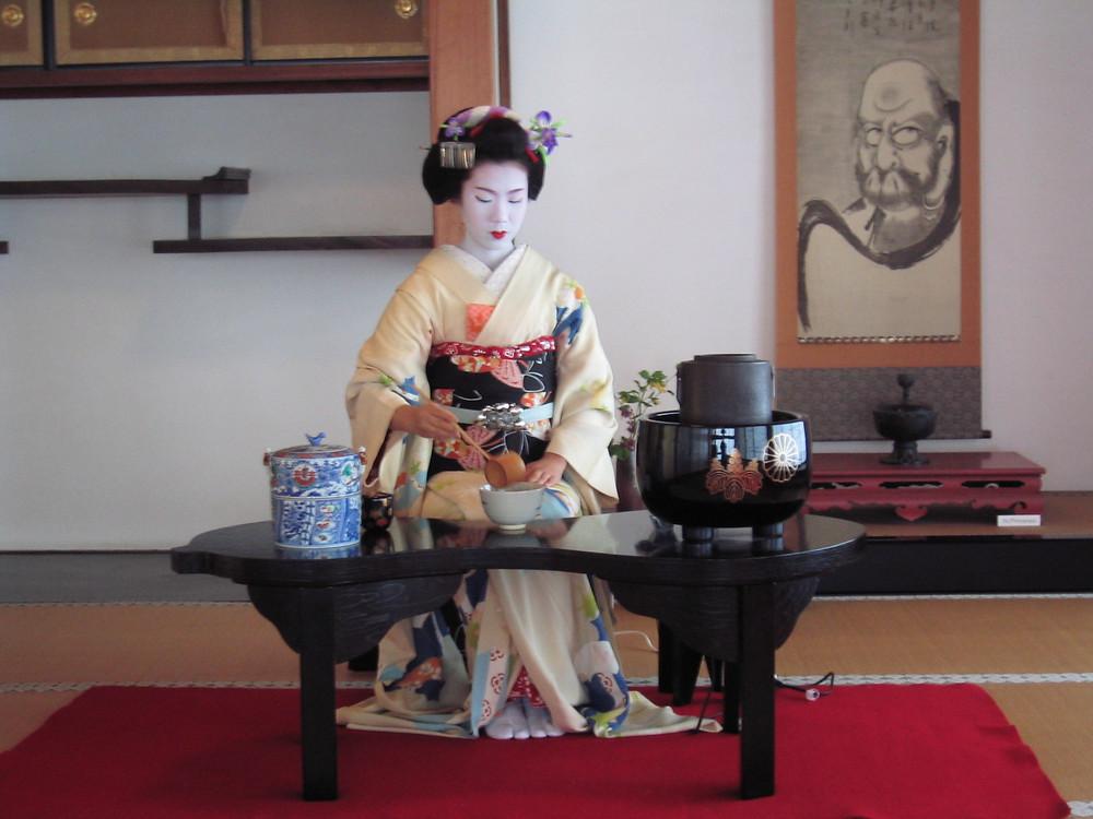 Toshihana_tea_ceremony.jpg