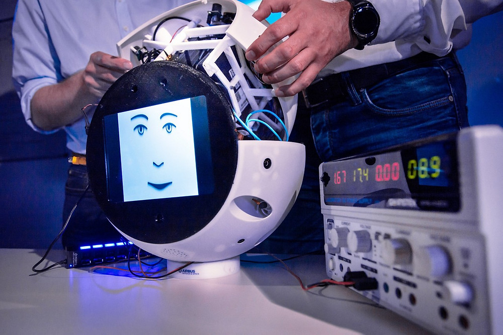 Airbus is developing the CIMON astronaut assistance system for the DLR Space Administration