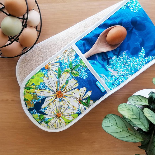 OLIVE AND DAISY OVEN GLOVES
