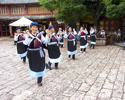 NAXI DANCERS, LIAJING, CHINA