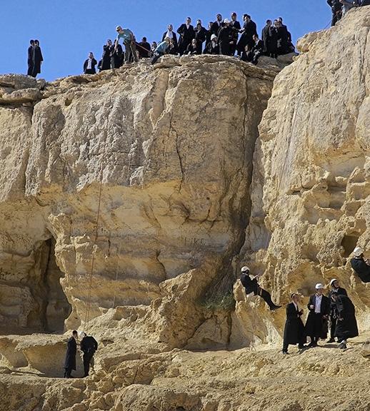 ISRAELI STUDENTS RAPELLING