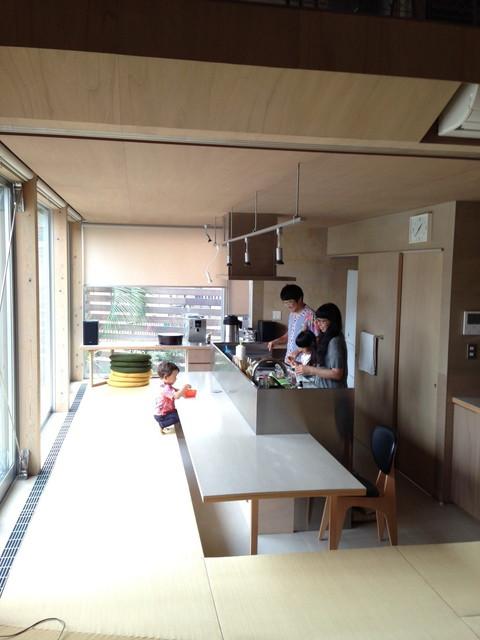 料理を出しながらお客をもてなす小料理屋スタイル