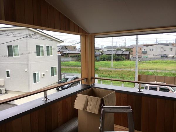 窓がなくスッキリ景色が切り取られています。