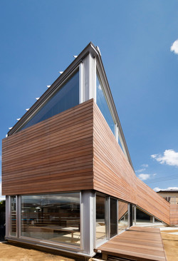 木製ルーバーの外壁-zauus0105
