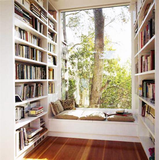 出窓とは言えないかもしれませんが 外を積極的に取り入れた窓廻りの空間です