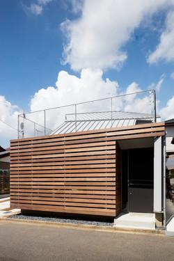 木製ルーバーの外壁-zauus0103