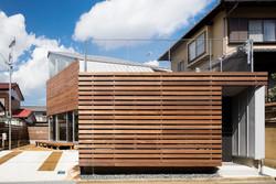 木製ルーバーの外壁-zauus0101