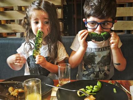 Tips para sobrevivir (y disfrutar ) un restaurante con tus hijos