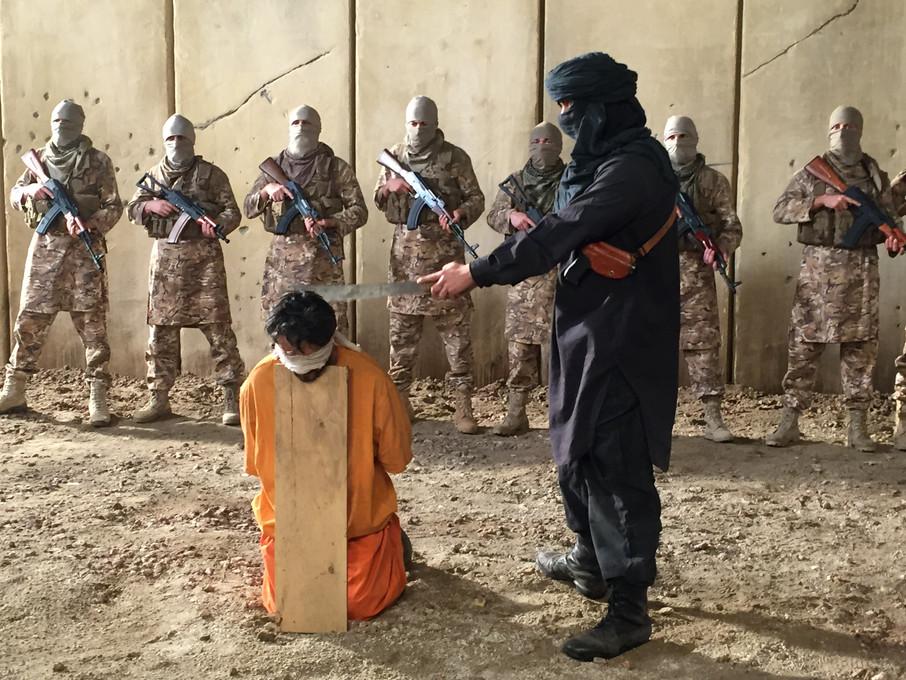 08_Ext Suleiman w _ prisoners 02.JPG