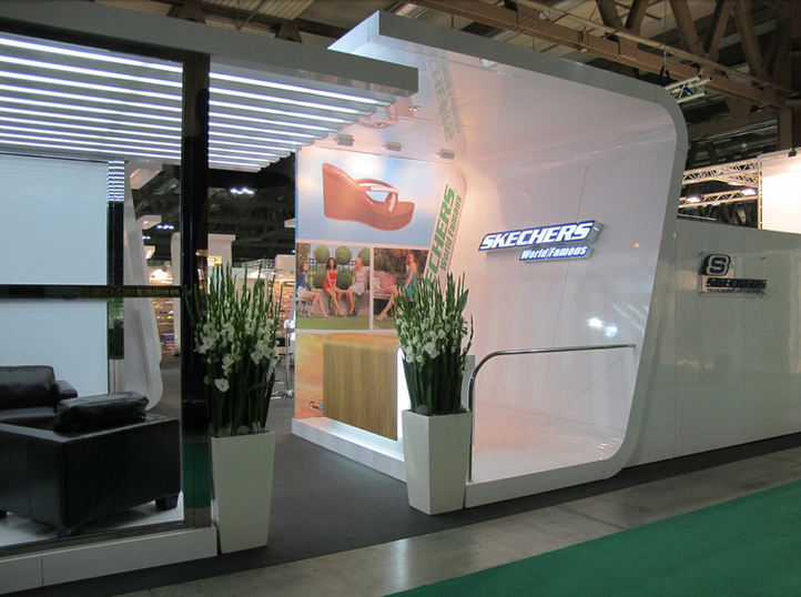 Skechers Stand Entrance