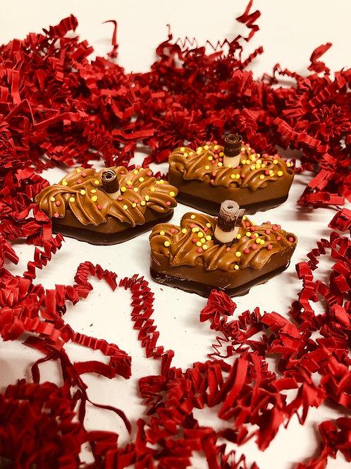 Gevulde stoombootjes chocolademousse & praliné (per 150 gram)