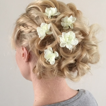 Hair Flowers for Your Wedding Day | Bridal Floral Hairstyles | Amanda White