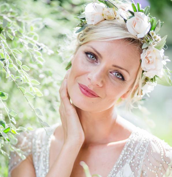 Surrey bridal hairstylist and makeup artist   Amanda White