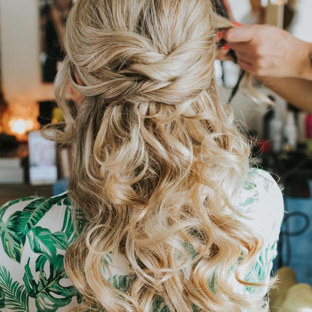 Wavy Textured Hairstyles | Amanda White Hairstyling Team.