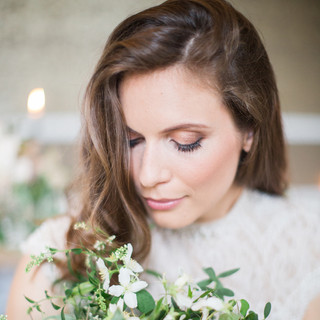 SurreyBridal MakeupArtist offeringwedding makeup, hairstyling and special occasion services to Surrey, London, and the home counties.
