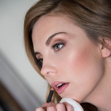 Professional Makeup Expert Offering Makeup Lessons