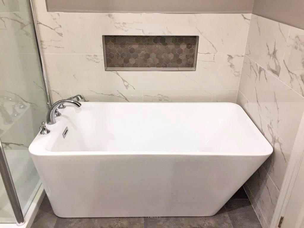 soaker tub with niche