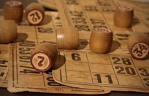 Bingon historia, nykyaika, ja erilaiset bingopelit.