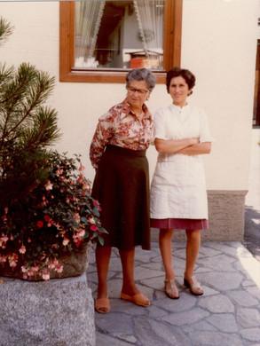 Tante Gini mit Herzog Leni an ihrer Seite