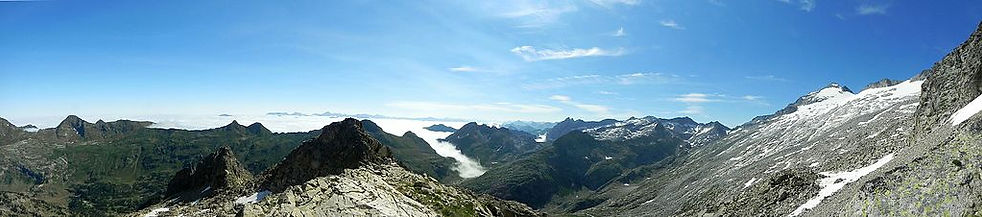 Panorama_Pirineos_con_Pico_de_Aneto.jpg