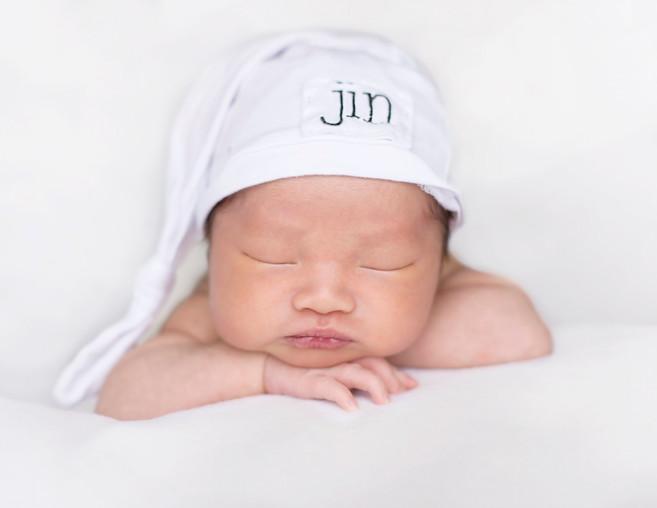 Newborn in name hat