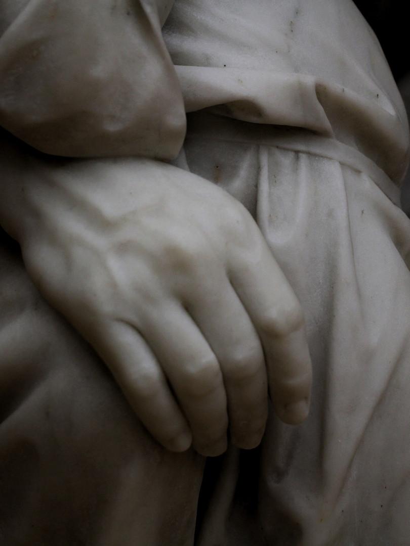 Фрагмент скульптуры Матвея Чижова — Крестьянин в беде (На пепелище). 1872 год. Мрамор. Автор фотографии: Давид Дивайн