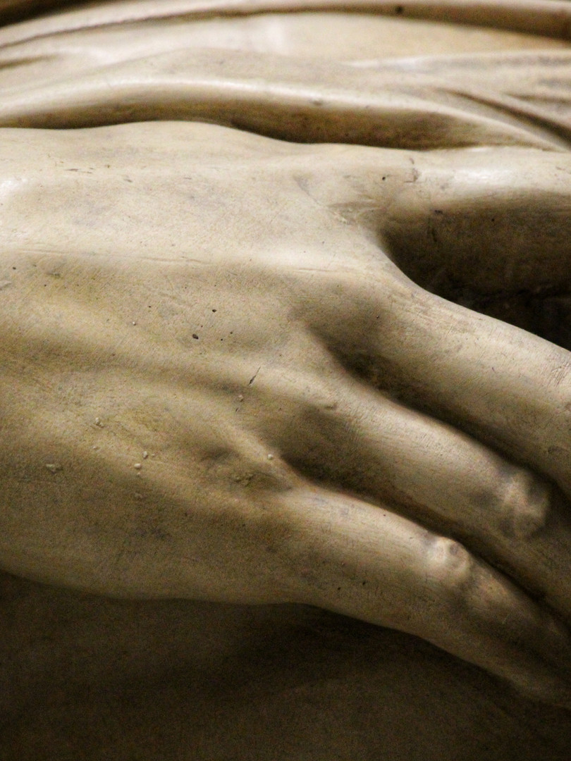 Фрагмент скульптуры Микеланджело Буанарроти — Умирающий раб. Между 1513 и 1519 годами. Мраморный слепок. Автор фотографии: Давид Дивайн