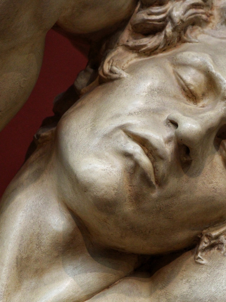 Фрагмент скульптуры спящего Сатира, т.н. Фавна Барберини. Копия римского времени с греческого оригинала около 220 - 200 годы  до нашей эры. Автор фотографии: Давид Дивайн