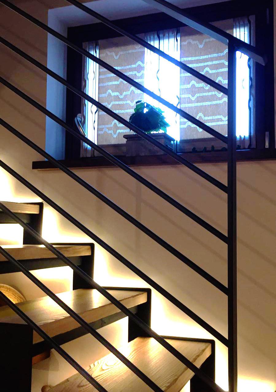 Scala autoportante - vista dettaglio luce