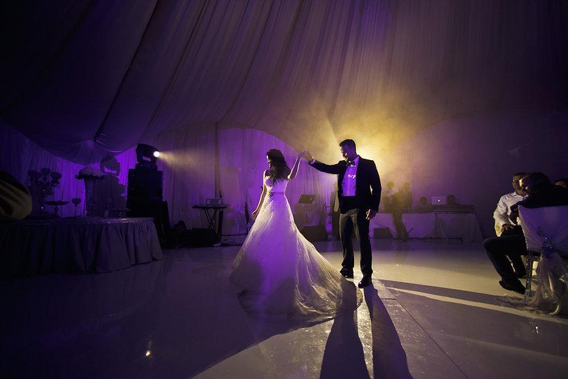 The bride dancing on the dancefloor.jpg