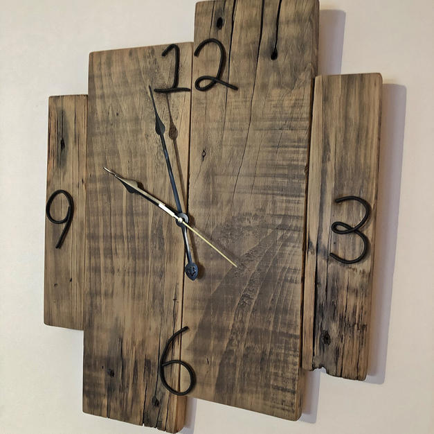 Staggared Style Upcycle Pallet Clock