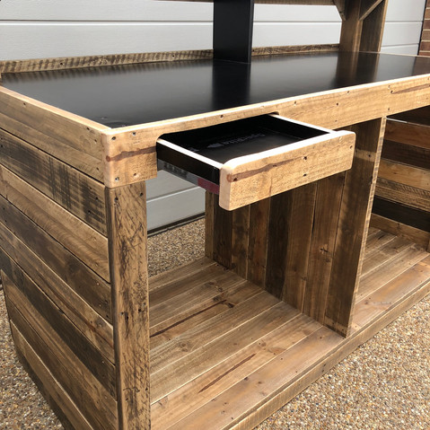 Upcycle Pallet Workbench