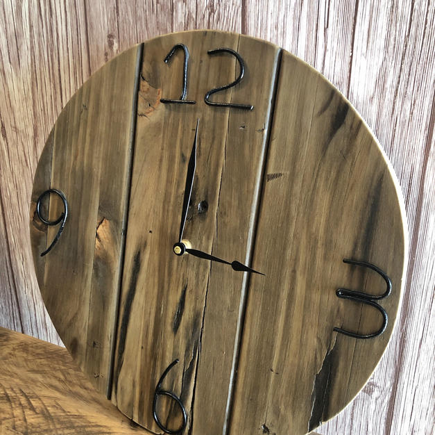 Round Upcycle Pallet Clock