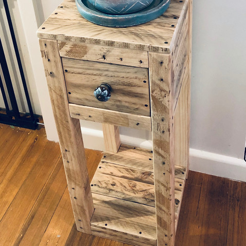 Upcycle Pallet Pedestal Stand with drawer
