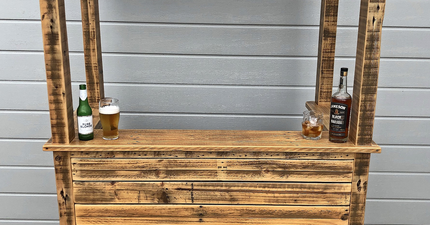 Upcycle Pallet Bar
