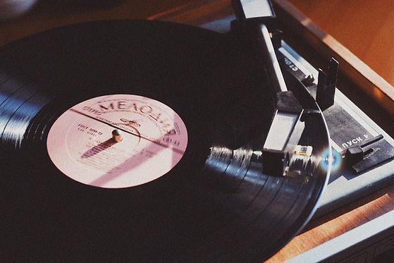 Schallplatte auf dem Plattenspieler