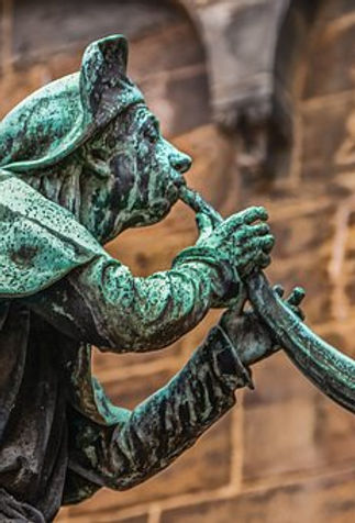 trumpeter-4033045__340.jpg