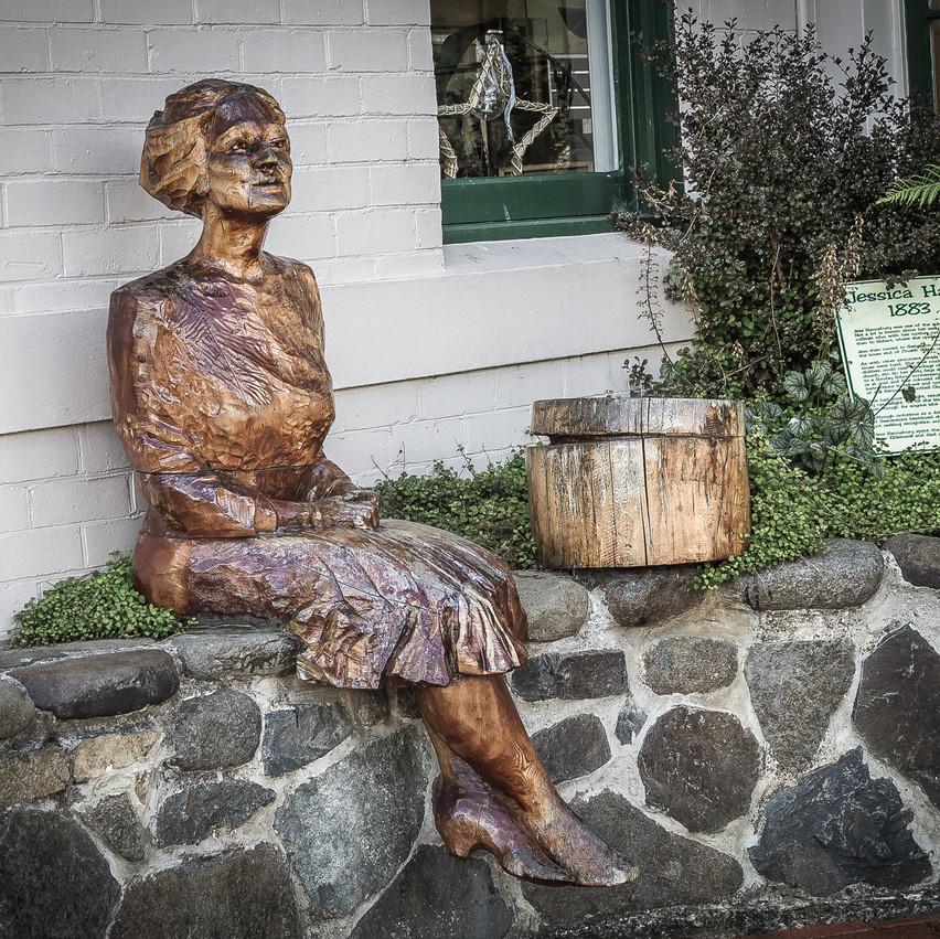 Еще пример деревянной скульптуры.